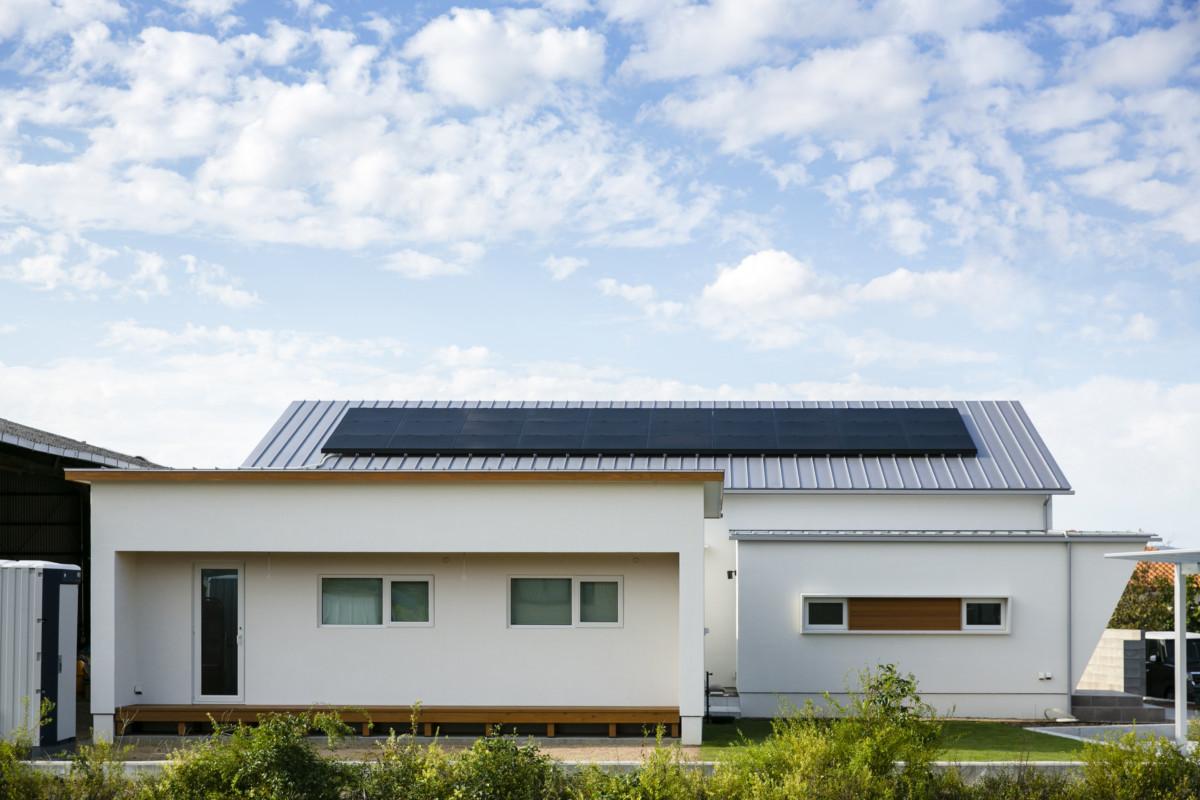 シンプル&ナチュラルな平屋の裏に最新機能を盛り込んだゼロエネ住宅